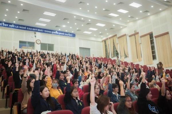 ữ sinh của Học viện hào hứng, tích cực hưởng ứng và tham gia cùng diễn giả trong các nội dung của Hội thảo.