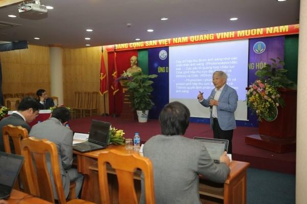 GS.TS. Nguyễn Quang Thạch - Khoa Công nghệ Sinh học, Học viện Nông nghiệp Việt Nam trình bày tham luận tại hội thảo