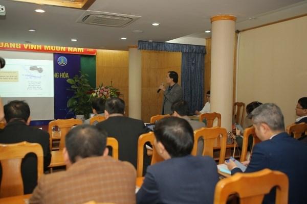 TS. Bùi Bá Chính - Phó giám đốc Trung tâm Mã số, mã vạch Quốc gia, Tổng cục Tiêu chuẩn Đo lường Chất lượng trình bày tham luận tại hội thảo