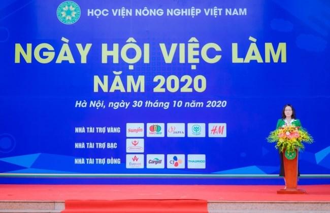 GS.TS. Nguyễn Thị Lan - Bí thư Đảng ủy, Giám đốc Học viện phát biểu khai mạc buổi lễ