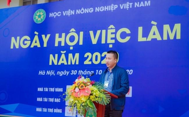 Ông Hoàng Văn Chung - Phó Tổng Giám đốc Công ty Cổ phần Tập đoàn Dabaco Việt Nam phát biểu tại buổi lễ