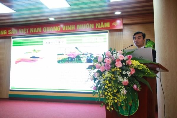 Đại biểu trình bày tham luận tại hội thảo