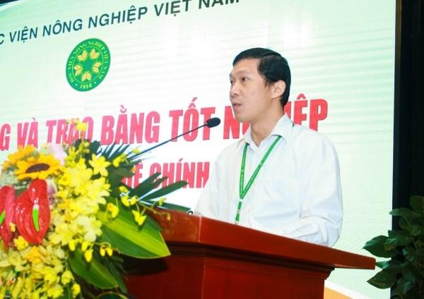 ThS. Nguyễn Quang Tự - Phó Trưởng ban Quản lý đào tạo công bố quyết định của Giám đốc Học viện về việc công nhận tốt nghiệp và cấp bằng đại học, cao đẳng cho sinh viên tốt nghiệp