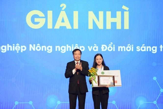 Giải Nhì là cải tiến và phát triển sản phẩm truyền thống từ gạo và hoạt chất thiên nhiên của sinh viên Học viện Nông nghiệp Việt Nam.