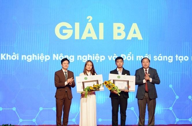 Hai dự án đạt giải Ba gồm, dự án Green life - Đổi rác lấy quà và dự án công nghệ sinh học tái chế sản phẩm các ni tơ dùng trong nuôi trồng thủy sản.