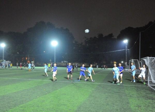 Hai đội liên tục có những cuộc đối đấu gay cấn và đe dọa khung thành đối phương