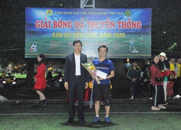 Cầu thủ Nguyễn Đình Trung đạt danh hiệu Vua phá lưới