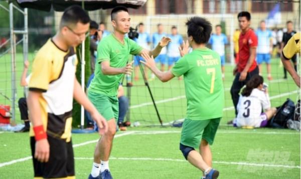 Hai khoảnh khắc tỏa sáng của Quang Trung ở chung kết giúp Học viện Nông nghiệp Việt Nam lên ngôi vô địch. Ảnh: AT.