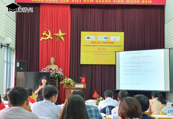 Bà Đặng Thị Phương Thảo, Đại học Hà Nội trình bày về hoạt động quản lý dự án