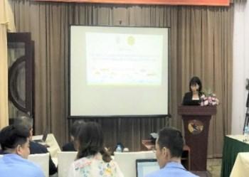 Bà Trần Thị Nắng Thu, VNUA, trình bày về an toàn thực phẩm thủy sản - rào cản kỹ thuật của EVFTA
