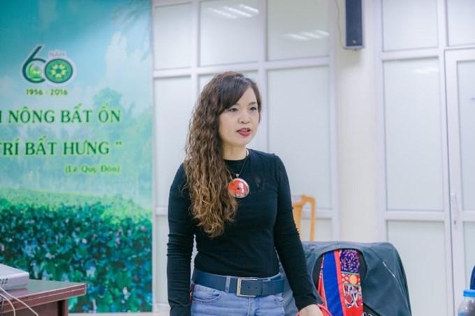 Bà Nguyễn Thị Tố Uyên - Cán bộ Tư vấn kinh doanh Agriterra Việt Nam giới thiệu khái quát về Tổ chức Phát triển Hợp tác xã Hà Lan (Agriterra) và chương trình thực tập tại các HTX