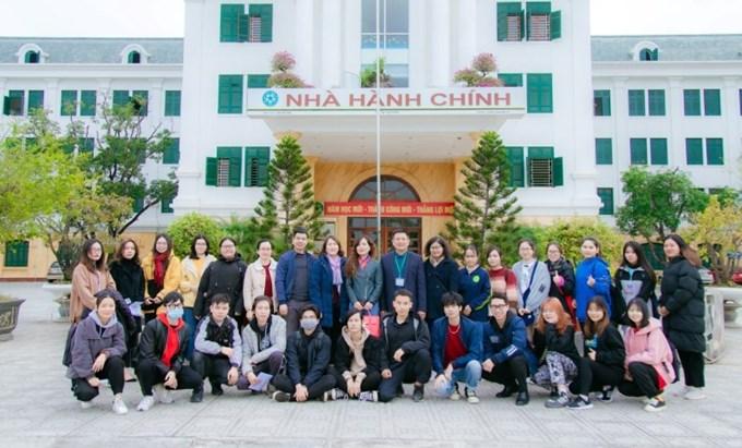 Đại diện Tổ chức Agriterra Việt Nam cùng các cán bộ, giảng viên, sinh viên Học viện chụp ảnh lưu niệm