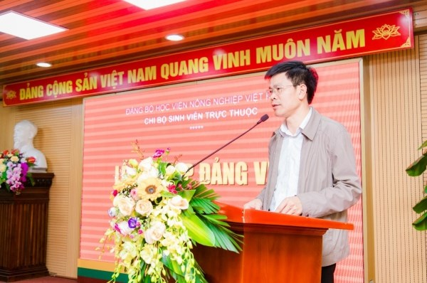 TS. Nguyễn Tất Thắng phát biểu tại buổi lễ