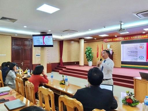 Chuyên gia trình bày bài giảng