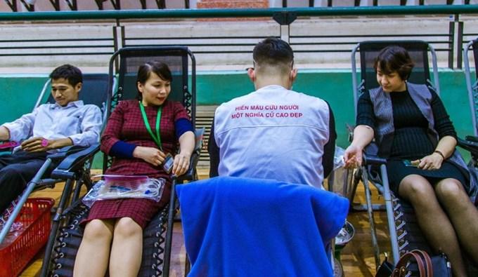 Cán bộ viên chức Học viện tham gia hiến máu với mong muốn ngân hàng máu ngày càng phong phú, góp phần hỗ trợ cứu sống nhiều người