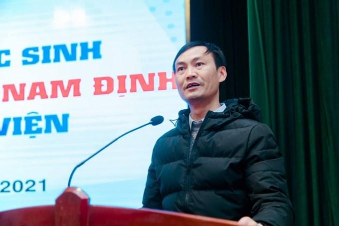 Thầy Nguyễn Thanh Tùng - Hiệu trưởng Nhà trường phát biểu tại buổi lễ