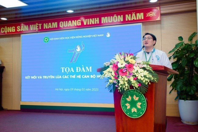 Đồng chí Nguyễn Trọng Tuynh – Phó Bí thư Đoàn Thanh niên, Chủ tịch Hội Sinh viên phát biểu tại buổi tọa đàm