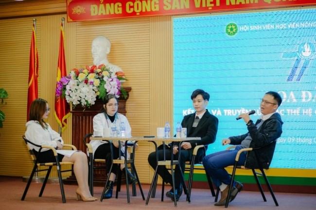 Các thế hệ cán bộ Hội Sinh viên Học viện chia sẻ tại buổi tọa đàm