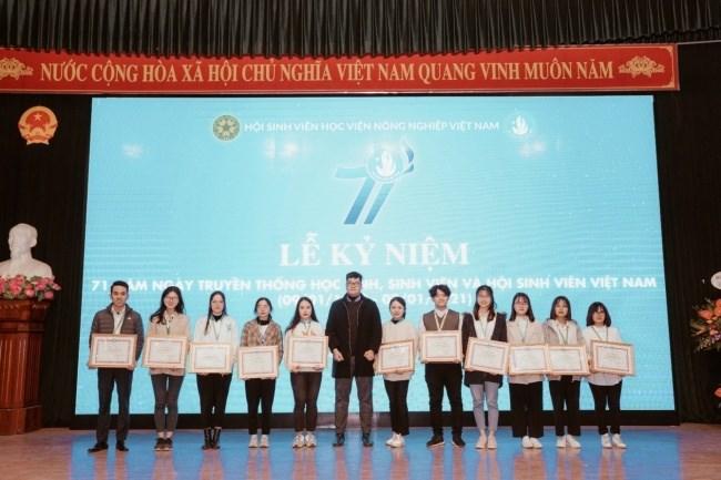 """Tuyên dương 11 sinh viên đạt Danh hiệu """"Sinh viên 5 tốt"""" cấp Thành phố năm 2020"""