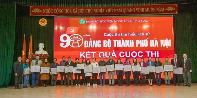 """… và 21 cá nhân đạt thành tích xuất sắc trong cuộc thi """"Tìm hiểu lịch sử 90 năm Đảng bộ Thành phố Hà Nội"""""""