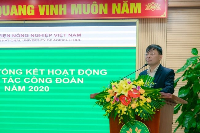 ThS. Nguyễn Công Ước - Phó Chủ tịch Công đoàn Học viện trình bày báo cáo tổng kết hoạt động công đoàn năm 2020