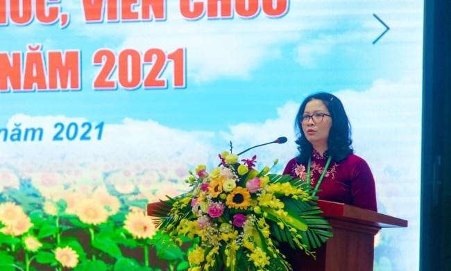 GS.TS. Nguyễn Thị Lan - Bí thư Đảng ủy, Giám đốc Học viện trình bày Báo cáo tổng kết năm 2020 và phương hướng, nhiệm vụ năm 2021