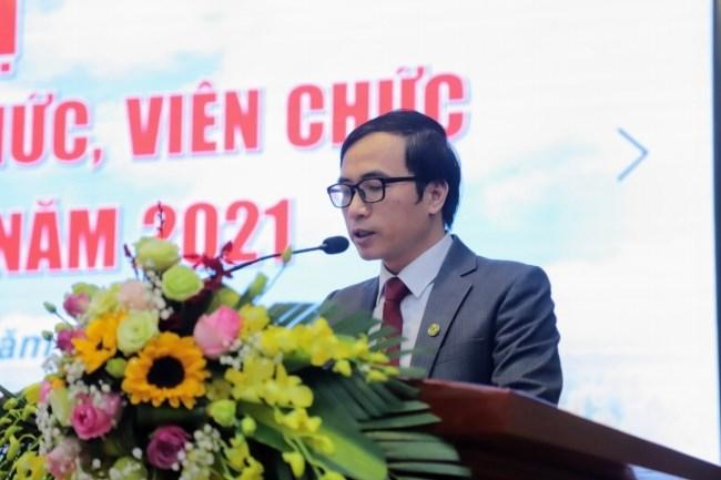 TS. Phạm Quang Dũng - Đại diện Ban Thư ký thông qua dự thảo Nghị quyết Hội nghị