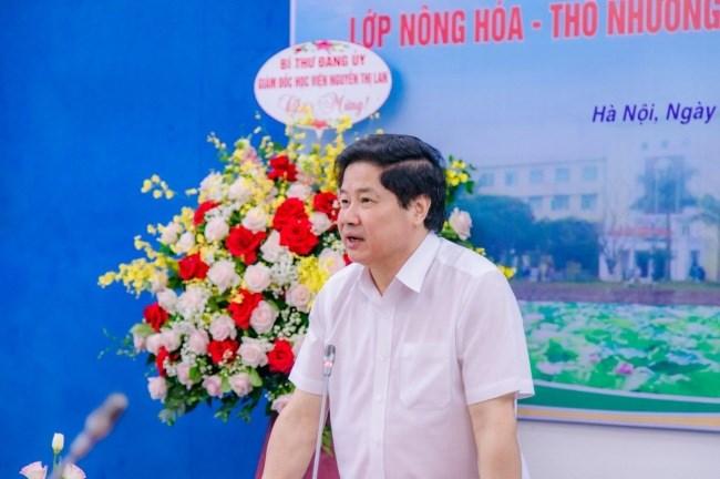 PGS.TS. Lê Quốc Doanh - Cựu sinh viên lớp Nông hóa - Thổ nhưỡng khóa 24, hiện đang giữ chức vụ Thứ trưởng Bộ Nông nghiệp và PTNT phát biểu tại buổi gặp mặt