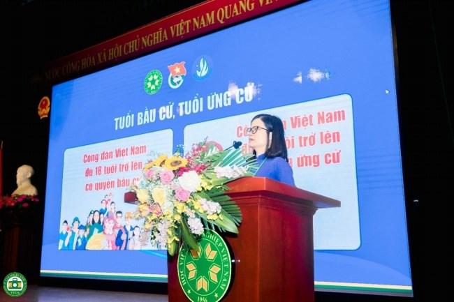 ThS. Đỗ Thị Kim Hương đã trình bày các nội dung pháp luật về bầu cử đại biểu Quốc hội và đại biểu Hội đồng nhân dân các cấp nhiệm kỳ 2021-2026