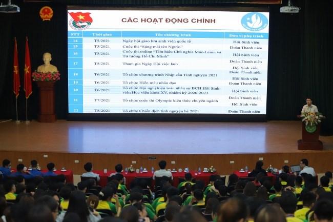 ThS. Nguyễn Trọng Tuynh trình bày các nội dung công tác Đoàn, Hội và phong trào thanh niên học kỳ 2, năm học 2020-2021
