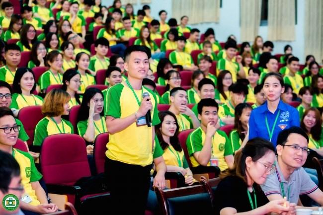 Các đồng chí cán bộ Đoàn, Hội chủ chốt thảo luận về kế hoạch công tác Đoàn, Hội trong học kỳ 2 năm học 2020-2021