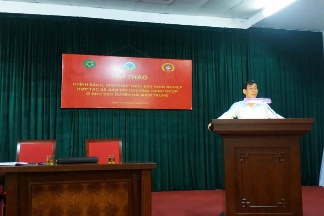 Ông Hồ Quang Lâm trình bày tham luận tại Hội thảo