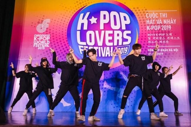 CLB Dance Fly High với tiết mục nhảy trong chương trình K-Pop Lovers Festival năm 2019
