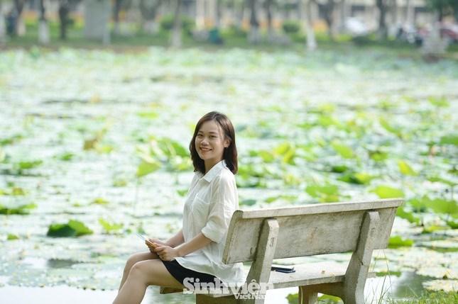 Hồ sen trong khuôn viên học viện được coi là nơi thư giãn cũng như ghi lại dấu ấn trong quãng đời sinh viên.