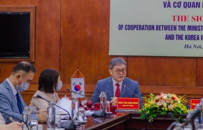 Ông Cho Han-Deog - Giám đốc quốc gia Văn phòng KOICA tại Việt Nam phát biểu tại buổi lễ