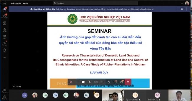 TS. Lưu Văn Duy trình bày tại hội thảo